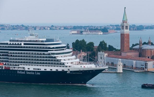 Nieuw Amsterdam, HAL, in Venetië